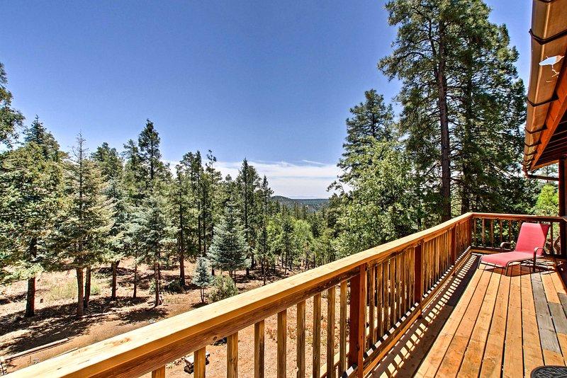 Spring in vakantieplezier in 'Juniper,' een vakantiewoning gelegen op Spruce Mountain!