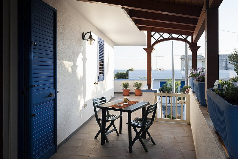Marina di Pescoluse Apartment Sleeps 4 with Air Con and WiFi - 5229261, vacation rental in Torre Vado
