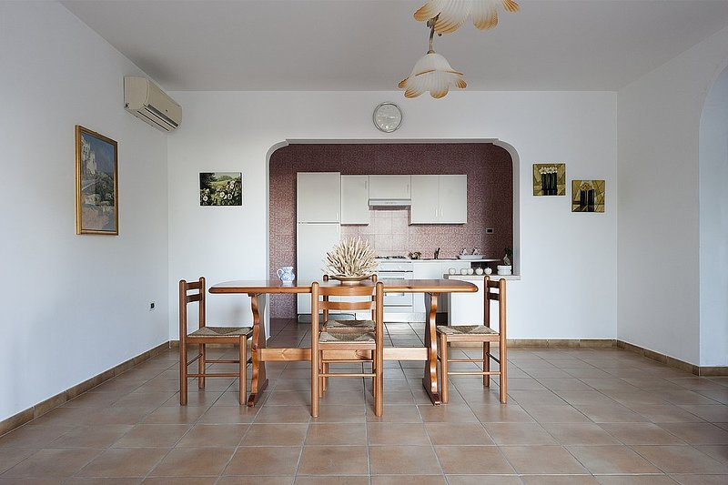 Marina di Pescoluse Apartment Sleeps 6 with Air Con and WiFi - 5229260, vacation rental in Torre Vado