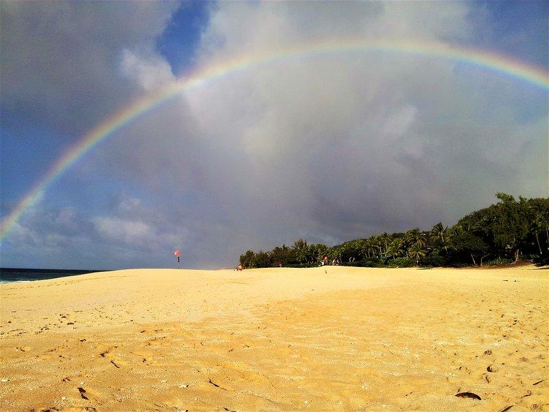 Arco iris de la mañana en nuestra playa! Se puede ver uno casi todos los días!