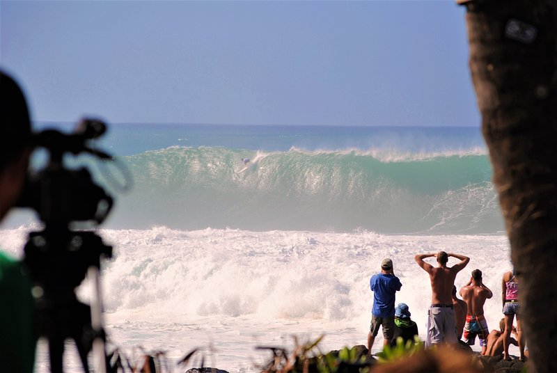 El Eddie Aikua Big Wave Invitational en la bahía de Waimea!