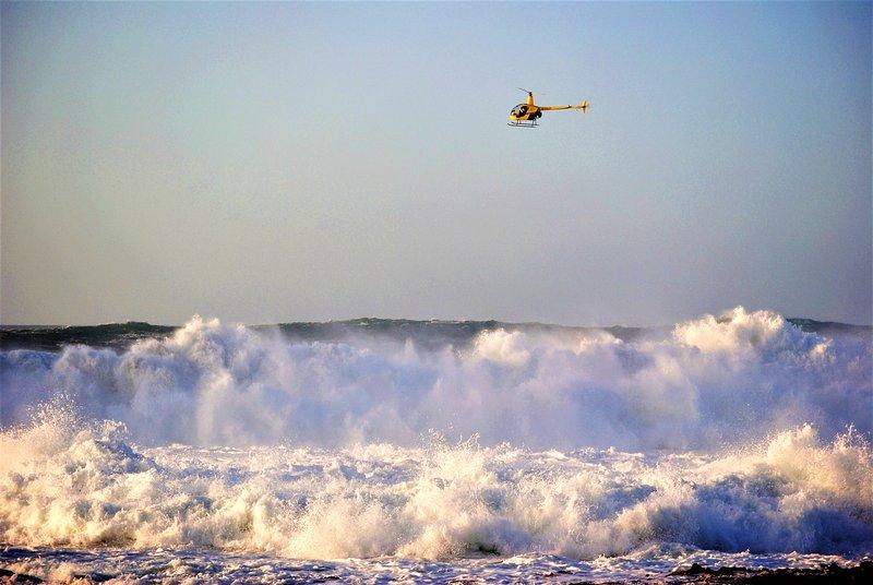 Ver gigantescas olas de la playa si su suerte suficiente como para coger el oleaje de invierno derecho!
