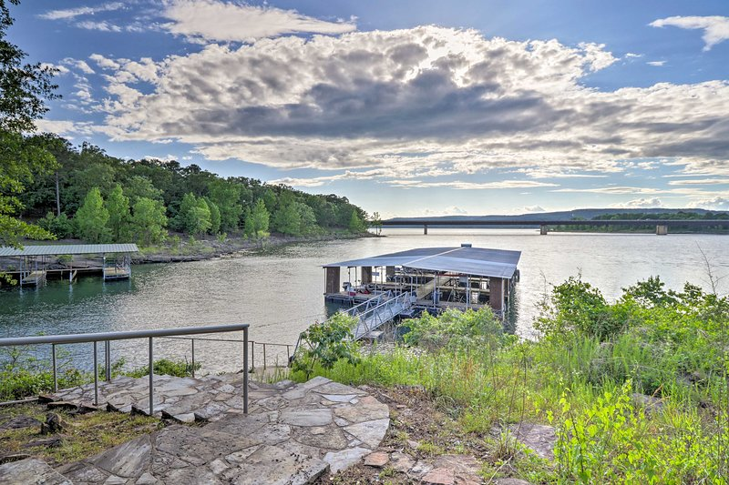 A few steps is all that stands between you and Greers Ferry lake!