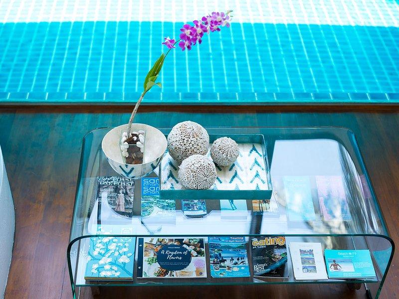 Ban Suriya - Tavolo della biblioteca Sttylish