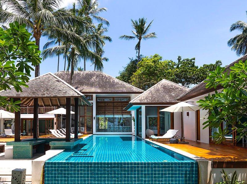 Ban Suriya - La piscina e la villa