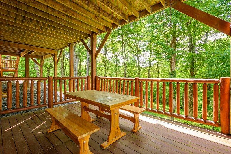 Picknicktisch im unteren Deck