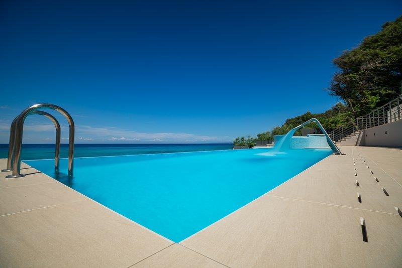 Rubina Beach Front Luxury Villa, a Spectacular Retreat, vacation rental in Tragakion
