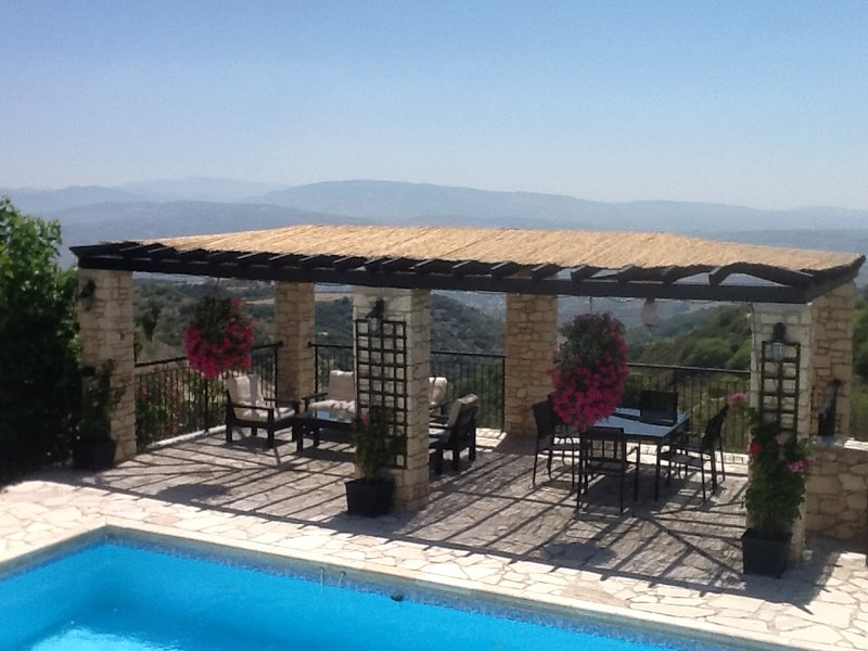 Villa Heddfan, Kathikas,  4 Bedroom Villa. Located in the West of Cyprus., location de vacances à Inia