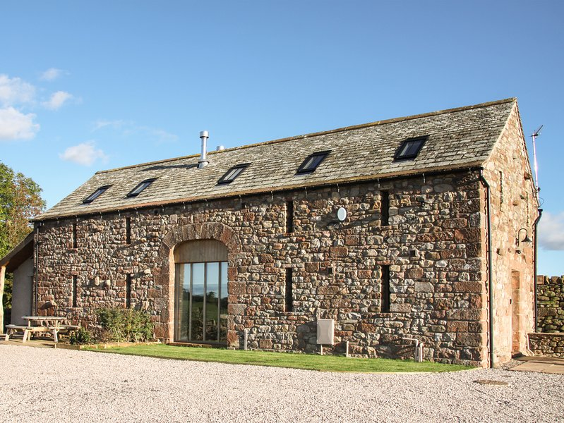 CORN RIGG COTTAGE, woodburning stove, pet-friendly, countryside views, Ousby, holiday rental in Great Salkeld