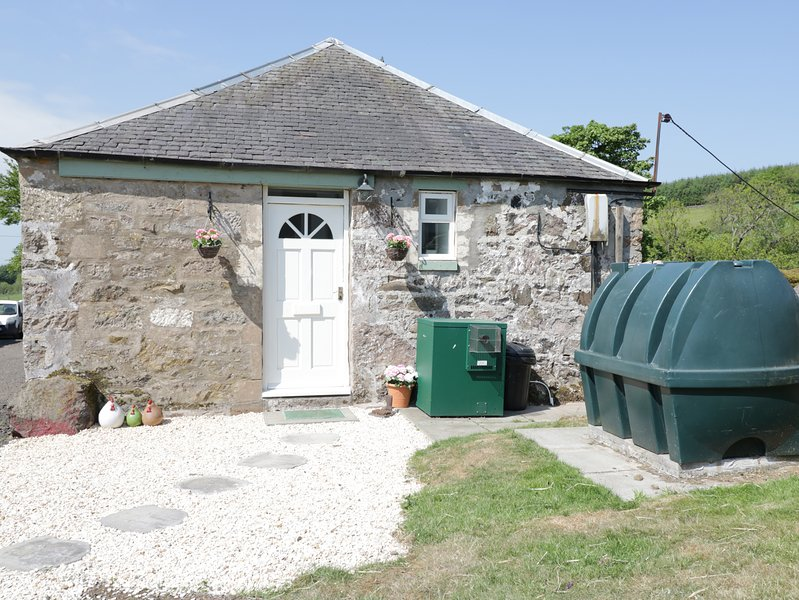 OVERCARSWELL, perfect for families, pleasant views, charming location, near, holiday rental in Lochwinnoch