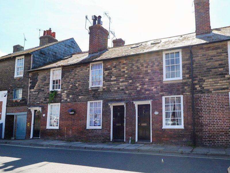 LILY COTTAGE, Grade II listed, centre of Rye, Smart TV, 983611, aluguéis de temporada em Stone in Oxney