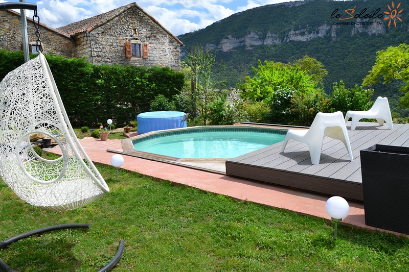 Amazing apartment with shared pool, location de vacances à Compeyre
