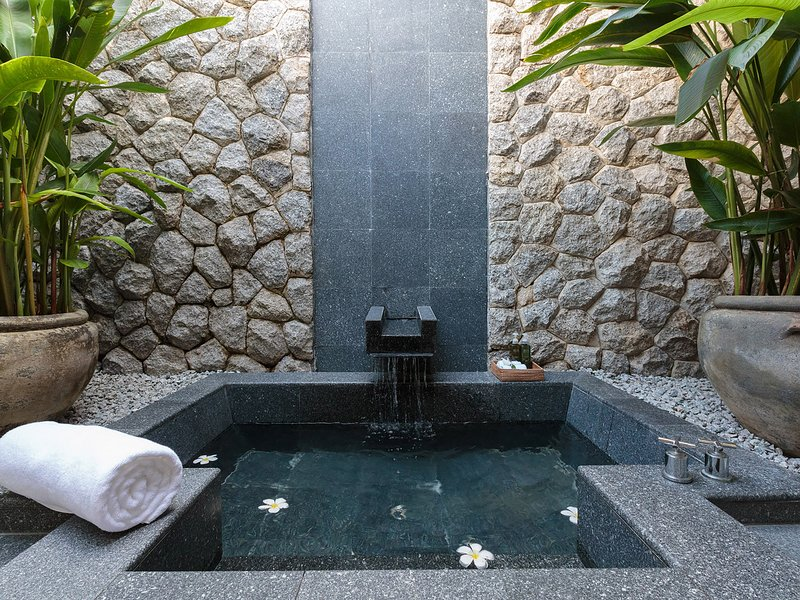 Villa Shanti - Tropical outdoor bath