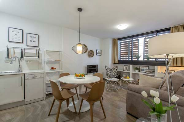 MODERN AND FUNCTIONAL APARTMENT IN THE HISTORICAL CENTER OF VALENCIA, vacation rental in Barx