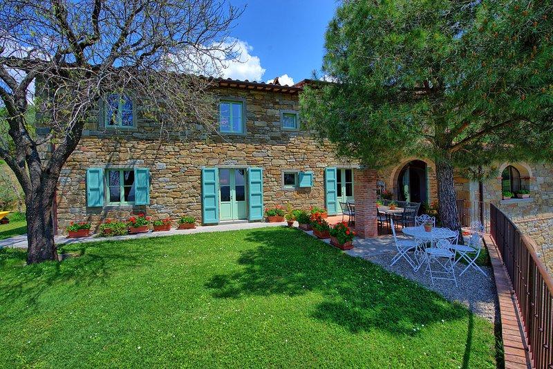 Santa Lucia II Villa Sleeps 10 with Pool Air Con and WiFi - 5242066, holiday rental in San Pietro a Cegliolo