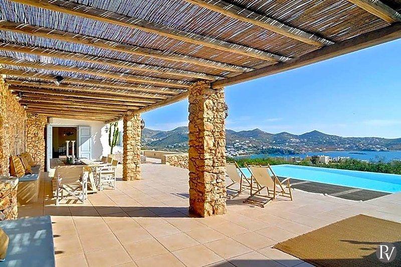 Foinikas Villa Sleeps 12 with Pool - 5635012, vacation rental in Finikas