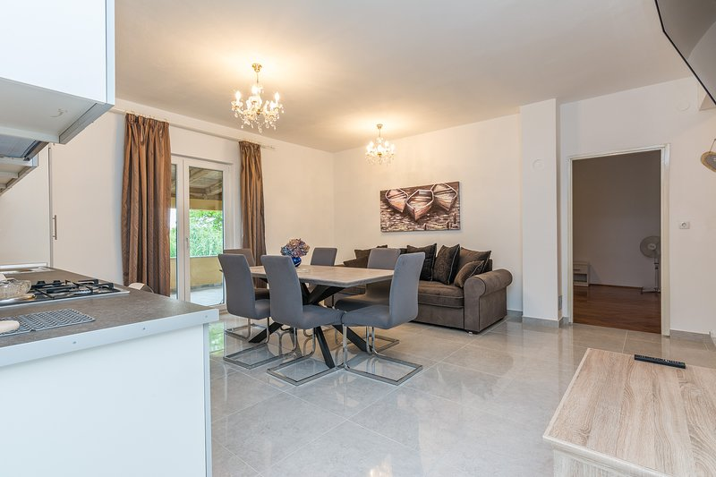Newly renovated apartment 4+2, vacation rental in Privlaka