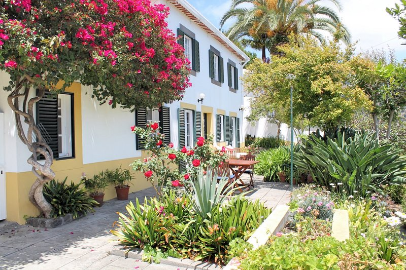 Traditional House, Peaceful, Private, heated Pool and Seaview | Casa Belflores, Ferienwohnung in Funchal