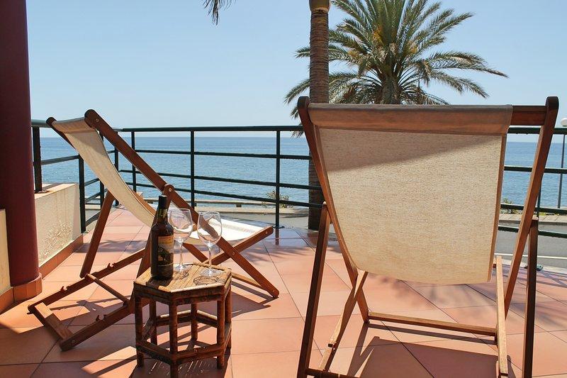 In sunny Madalena do Mar bay, 2-Bedroom refurbished apartment – Atlantic View, aluguéis de temporada em Ponta Do Sol