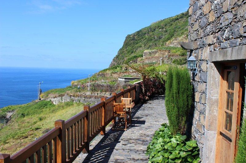 Sea & mountain views, the perfect escape for relaxing & walking | Casa De Campo, holiday rental in Porto Moniz