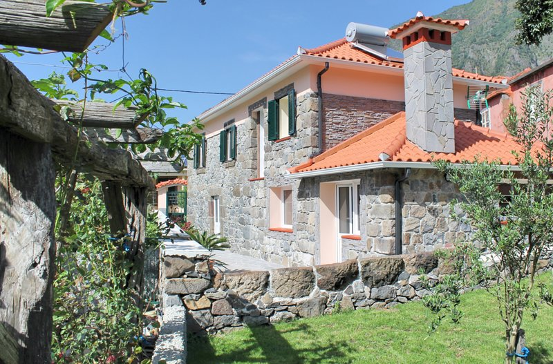 Lovingly Restored 3 Bed Stone Cottage In Country Village | Dinis Country Cottage, location de vacances à Boaventura