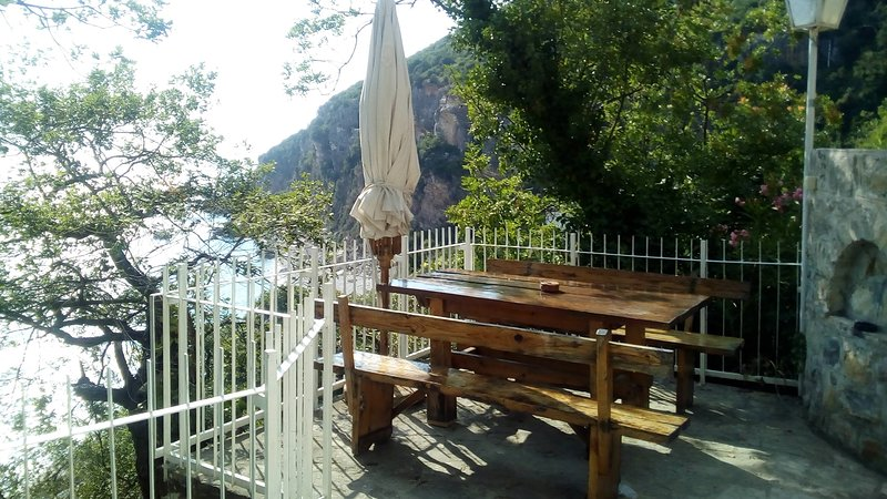 Apartment in stone house in first line, holiday rental in Katun