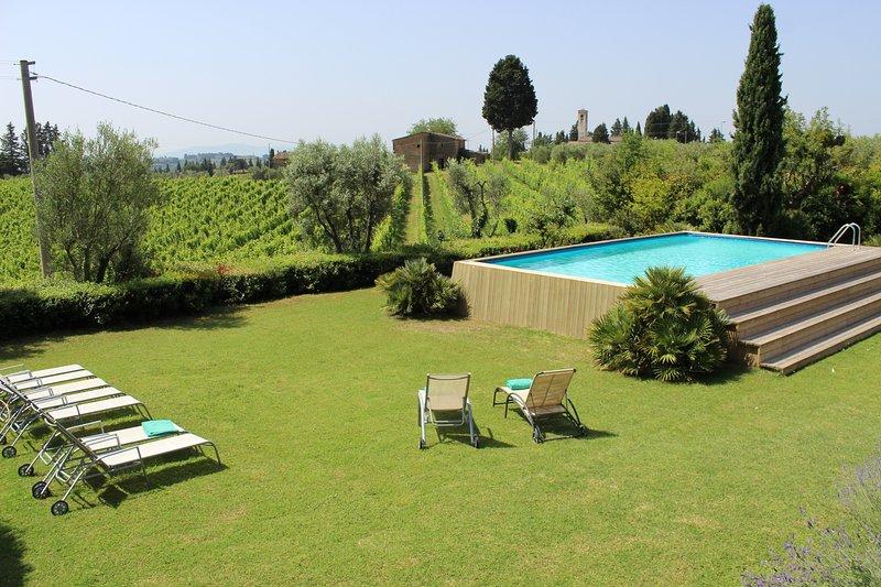 Une piscine avec vue sur les vignes, clos dans les jardins