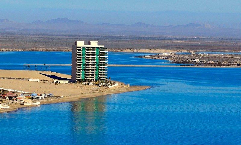 Tessoro Spectacular Luxury Condo at Las Conchas Peninsula, vacation rental in Puerto Penasco