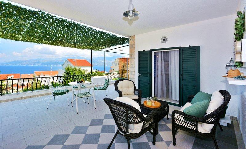 Apartment Pepica with amazing sea view- BEST PRICE, location de vacances à Postira