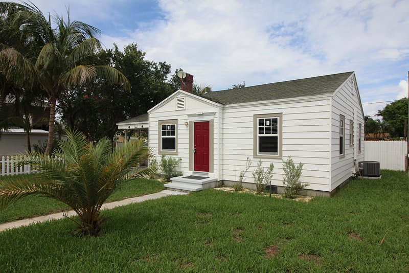 1940's Cottage in historic Lake Worth. Close to the Beach ...