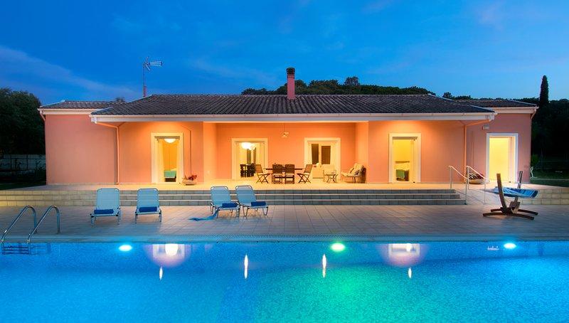 Corfu Erimitis Luxury Villa, holiday rental in Avlaki