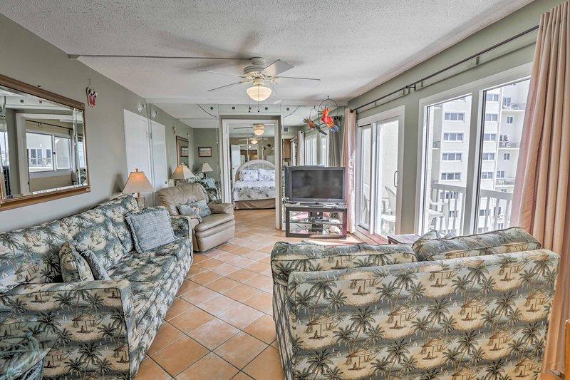 Détendez-vous dans cette 3 chambres, 3 salles de bains condo de location de vacances à Panama City Beach.