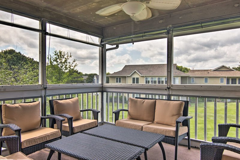 The condo sleeps 10 guests and boasts vaulted ceilings and a screened-in porch.