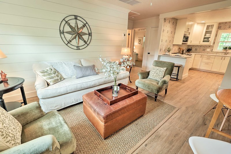 Elegant College Park Cottage w/ Patio & Gas Grill!, vacation rental in Maitland