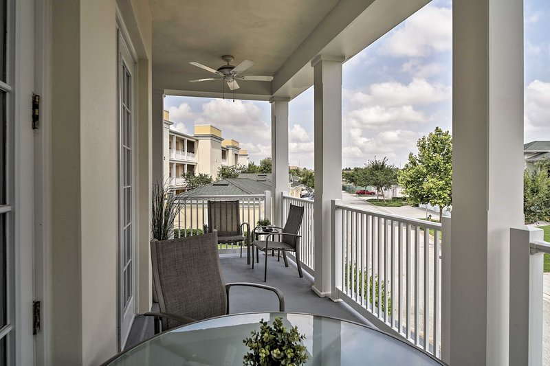 This home offers easy access to Disney, golf courses and 14 community pools!