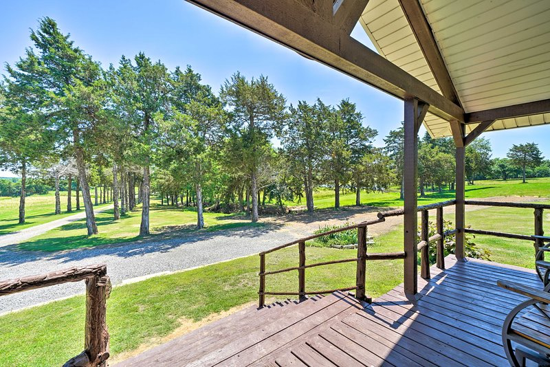 McAlester Family Cottage-30 Private Acres & Ponds!, vacation rental in McAlester