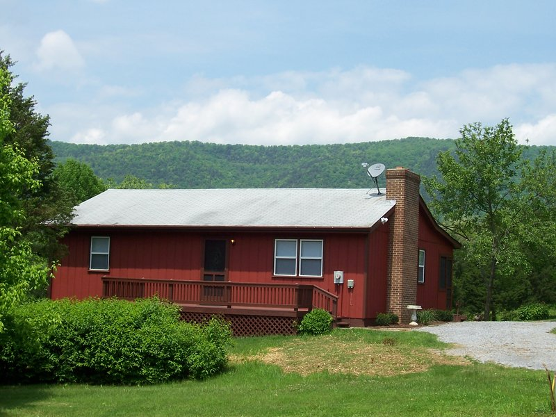 Bear Bluff cabin on the Shenandoah River, holiday rental in Bentonville