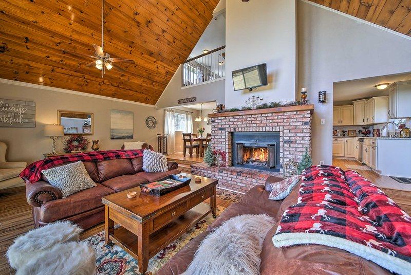 Esplorare le montagne di San Bernardino da questa casa vacanze recentemente rinnovato!