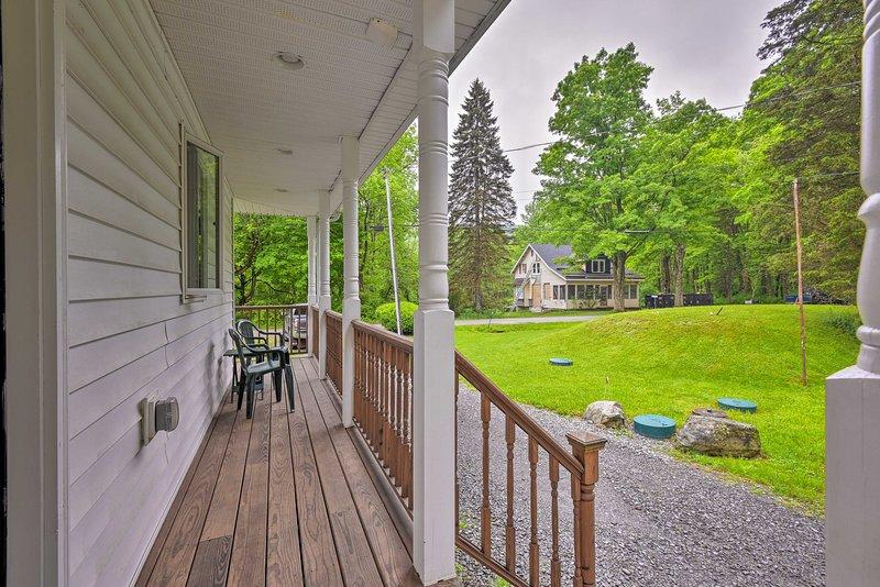 La charmante nouvelle maison dispose de 2 chambres, 2 salles de bains et une grande terrasse meublée!