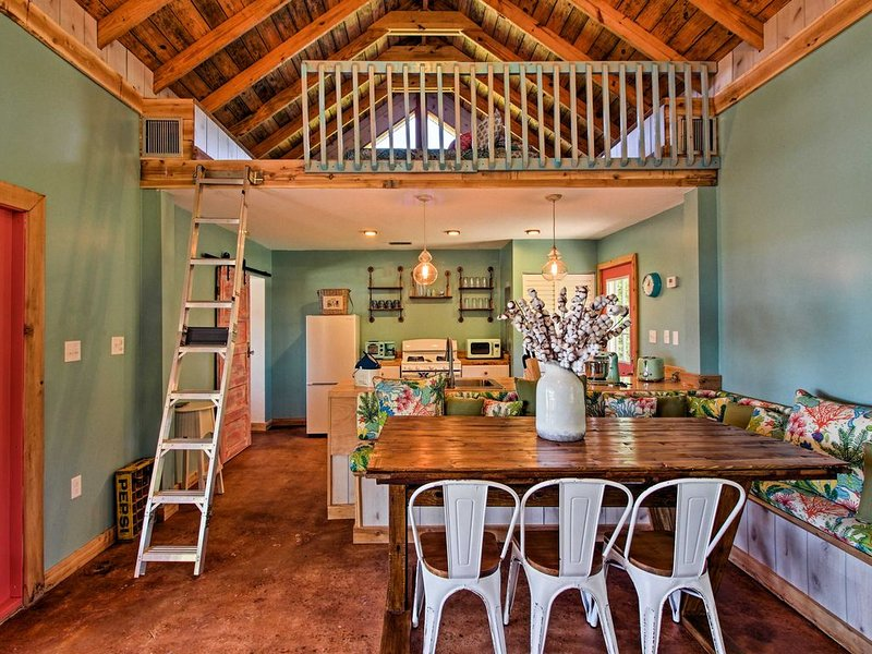 NEW! 'Susie Shanty' Colonels Island Studio + Loft, vacation rental in Midway