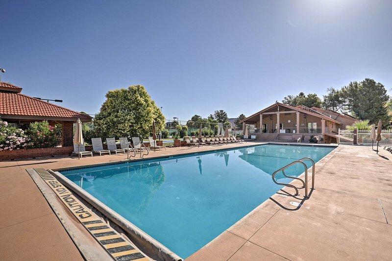 Combatir el calor con un baño en la piscina!
