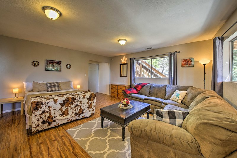 This cozy studio offers accommodations for up to 4 guests.