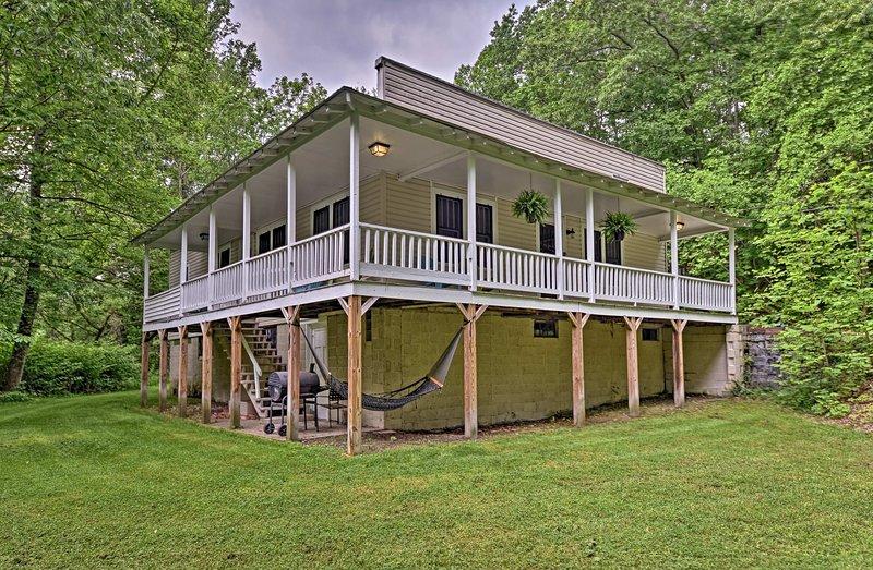 Esta casa histórica para 9 se encuentra en 2 acres.