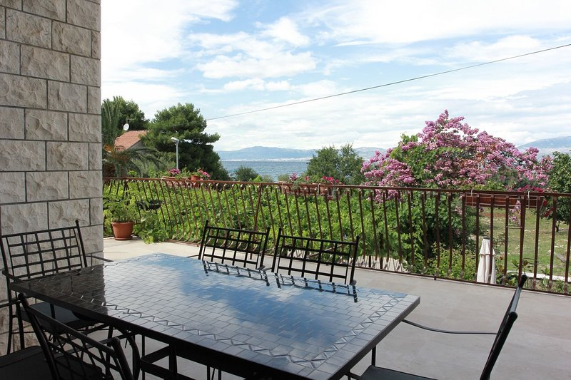 Katarina  - with large terrace :  A1(6) - Mirca, vacation rental in Supetar