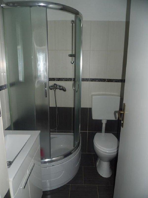 A1 prizemlje (2 + 2): bagno con wc
