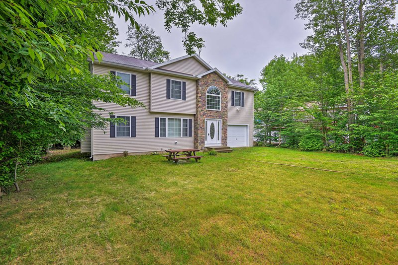 Relax in the Poconos at this 4-bedroom, 2.5-bath Tobyhanna vacation rental home.