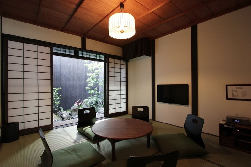 Elegant & Historic Kyoto Townhouse near GION, location de vacances à Kyoto