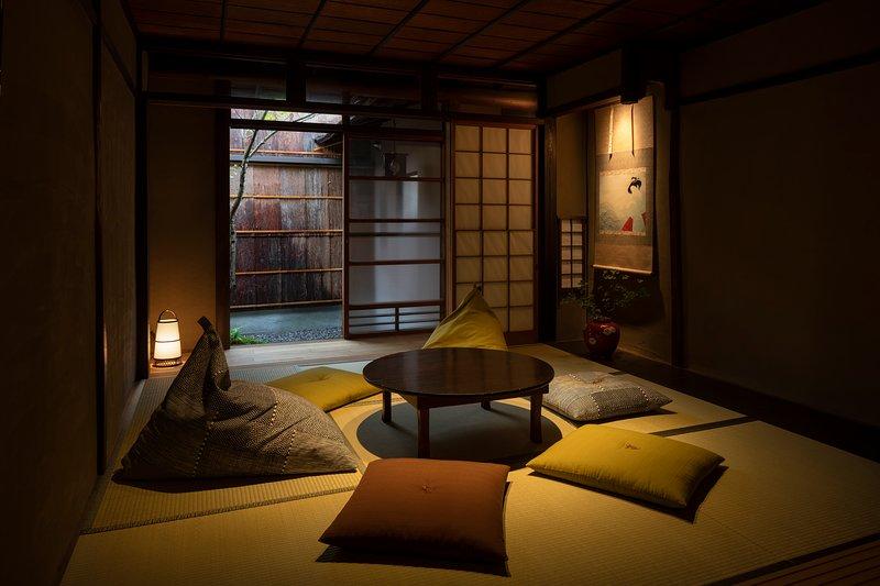 Traditional House, GREAT Location! near GION x 2 Toilet x FREE WIFI, Apple TV, location de vacances à Kinki