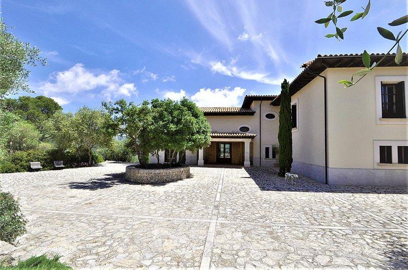 VILLA SA COMUNA- Magnificent estate set in the privalaged location of Puigpunyen, vacation rental in Banyalbufar
