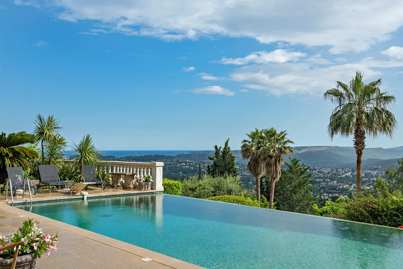 Large Heated Infinity Pool for your exclusive use whilst in residence